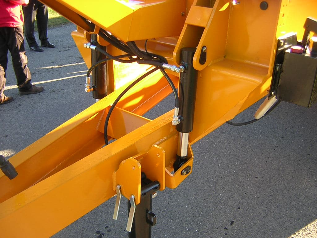 Hydraulic drawbar suspension